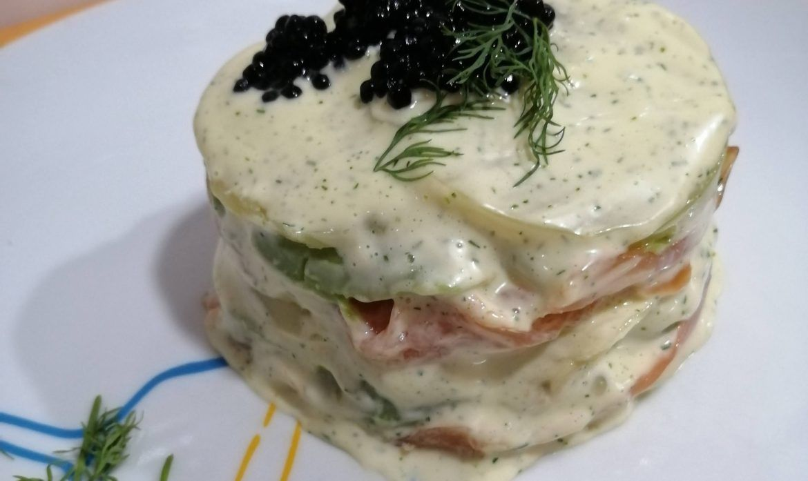 Timbal de Patata, Aguacate y Salmón